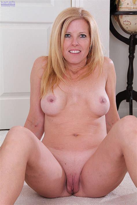Gorgeous Milf Monique Flaunt Her Sexy Body Milf Fox