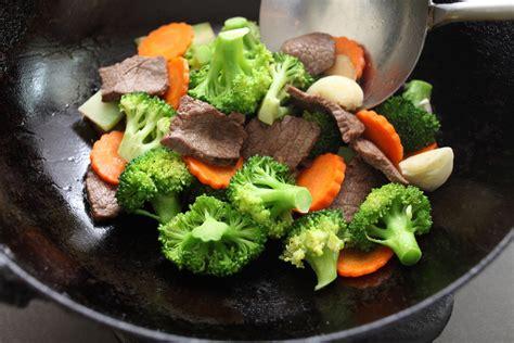 cuisiner la lotte à la poele la cuisine au wok la poêle à tout faire cuisine et