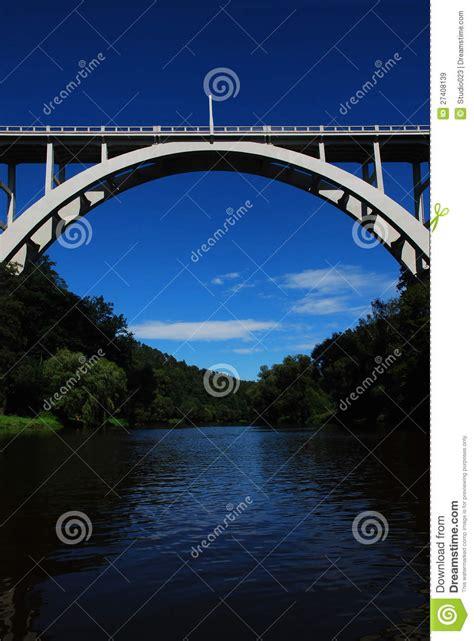 bilder fr das bro v 228 lvd bro 246 ver floden royaltyfria