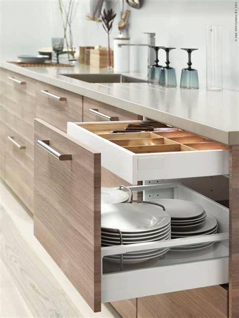 kitchen furniture ikea metod kök med brokhult ljusgrå valnötsmönstrade lådfronter