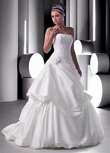 Index of wp content uploads 2011 12 for Long white wedding dresses