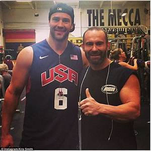 Kris Smith works out with Arnold Schwarzenegger at Gold's ...
