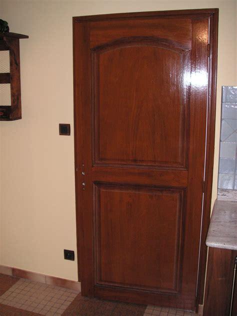 peinture mur de chambre faux bois sur porte isoplane album photos saillant déco