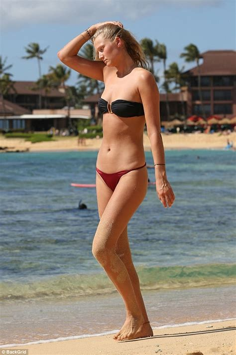 Toni Garrn goes completely TOPLESS as she catches rays ...
