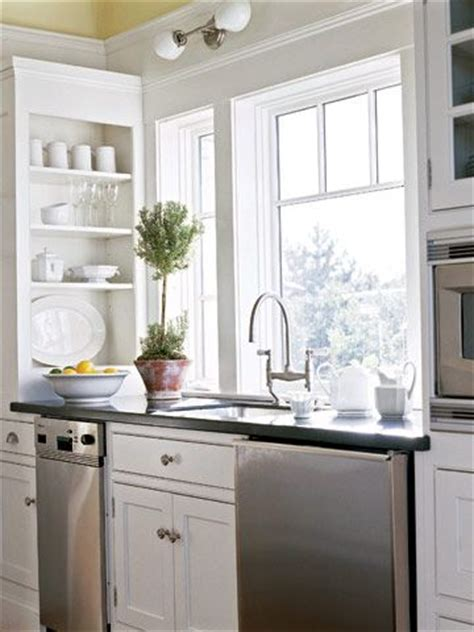 small galley kitchen layout 25 best ideas about small galley kitchens on 5393