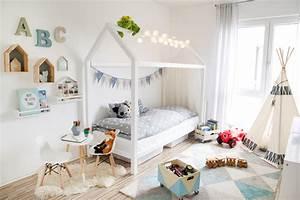 Bett Unterm Fenster : das gro e kinderzimmer makeover mamigurumi ~ Frokenaadalensverden.com Haus und Dekorationen