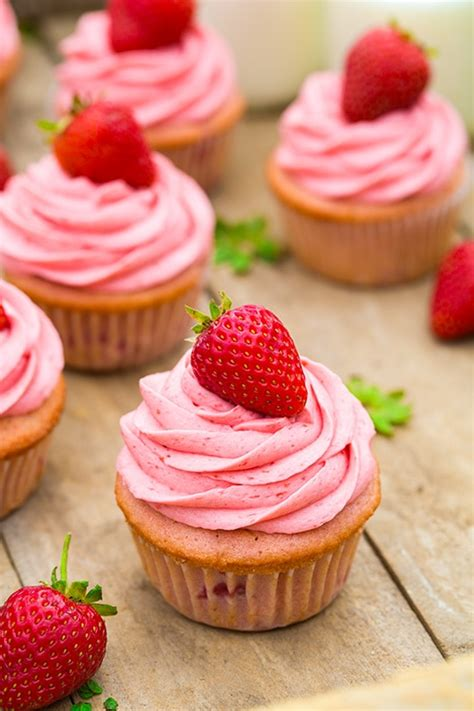strawberry cupcakes  strawberry buttercream frosting