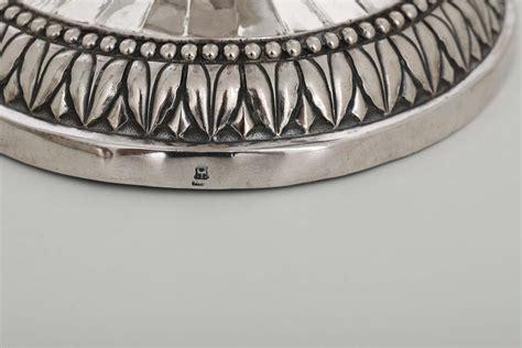 candelieri in argento coppia di candelieri in argento fuso sbalzato e cesellato