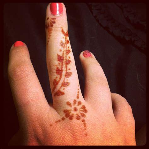 henna tattoo   finger  stuff pinterest hennas