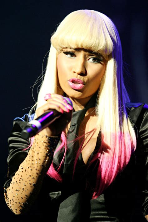 pics nicki minaj performs  nude  body suit