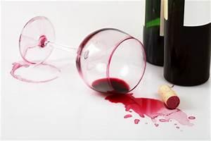 Enlever Tache De Vin Rouge : 10 astuces pour enlever une tache de vin rouge astucito ~ Melissatoandfro.com Idées de Décoration
