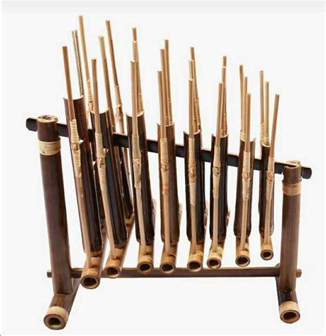 Gambar ke 3 yaitu alat musik tifa, berasal dari papua. √ 20 Alat Musik Tradisional Indonesia beserta Daerah Asalnya