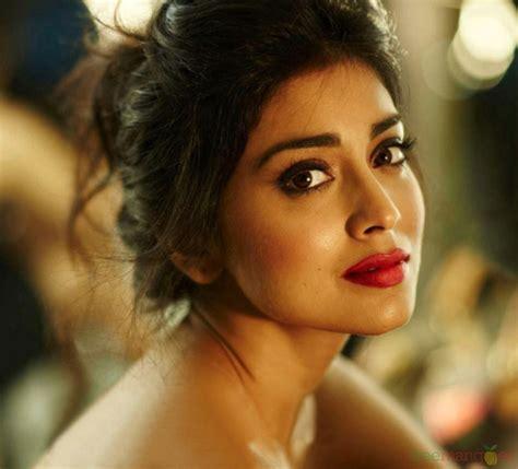 Indian Beautyful Actress Shriya Saran Sexy Actress In Red