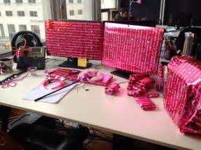Image of: Office Desk Birthday Cake Idea Design The Benefit Of Adding Some Cubicle Décor On Your Cubicle Workstation