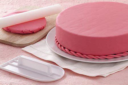 decorer un gateau en pate a sucre comment decorer un gateau pate a sucre