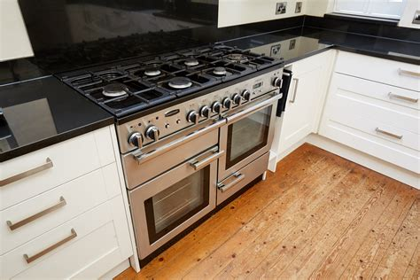 Howdens Shaker Used Kitchen, With Appliancesgranite