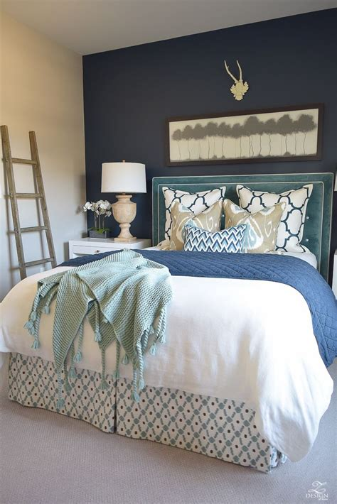 Guest Bedroom Bedding by A Guest Room Retreat Tour Favorite Home Designs Diys