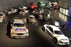 Musée Mercedes Benz De Stuttgart : mercedes benz museum sous le signe de l 39 toile automobile ~ Melissatoandfro.com Idées de Décoration