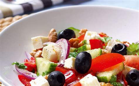 Grieķu salāti ar valriekstiem — Santa