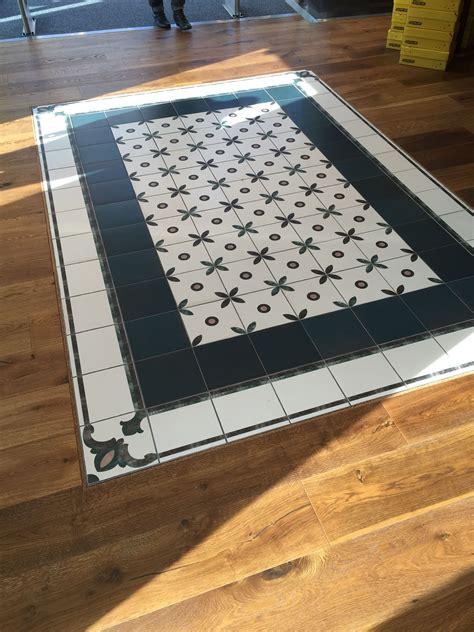 Holzboden Auf Fliesen by Kombination Aus Holzboden Und Fliesen Fliesen Boden