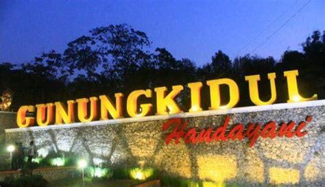 spot foto  romantis  bukit bintang yogyakarta