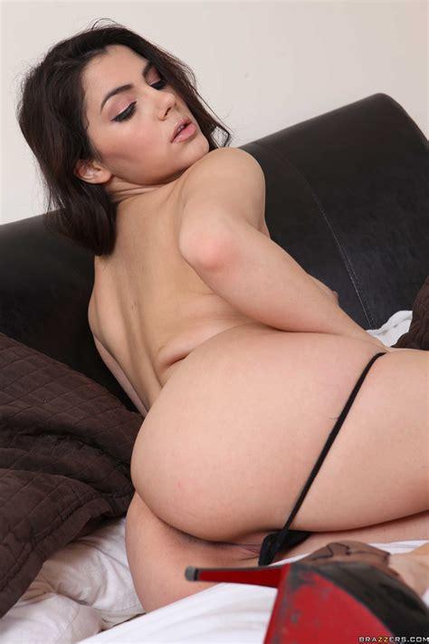 Hot Babe Got Naked For Her Lover Photos Valentina Nappi