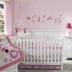 chambre bebe fille embellir lespace de notre bebe 24 idees With chambre bébé design avec fleurs funéraires en céramique