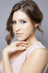 "21 yr old Eden Sher as herself. She plays Sue Heck on ""The ..."