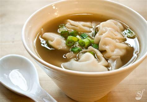 cuisiner du blanc de poulet steph joue au chef soupe won ton de suzanne liu