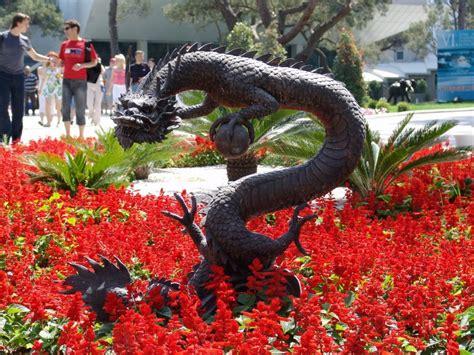 outdoor sculptures  artistic outdoors founterior