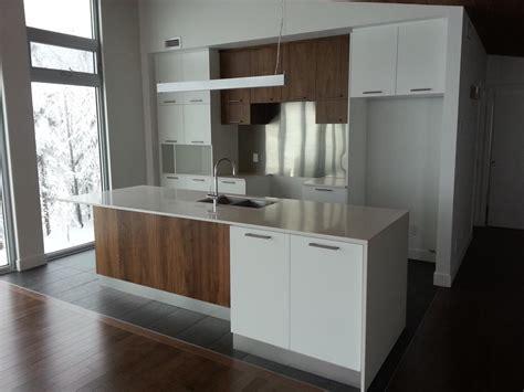 photo cuisine contemporaine cuisine contemporaine blanche et bois maisons la prise