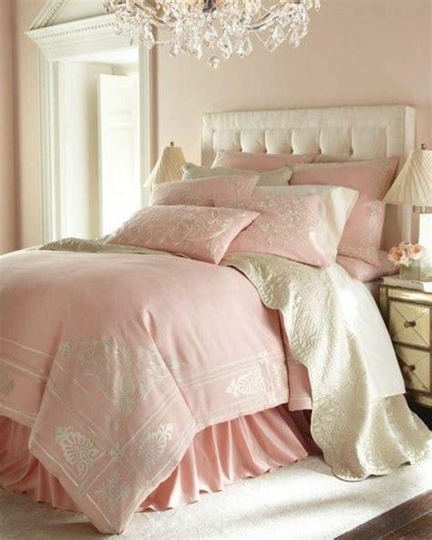 chambre avec tete de lit capitonn馥 choisissez un lit en cuir pour bien meubler la chambre 224