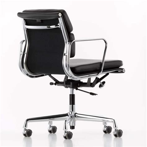 coll鑒ue de bureau ea 217 pad eames chair chaise de bureau vitra ambientedirect com