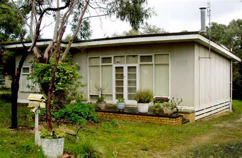 modernist australia  beach shack  design files