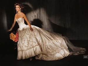 Wedding dresses with gold embroidery sang maestro for Gold embroidered wedding dress