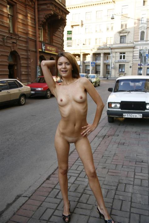 Sporty Shorthaired Blonde Posing Totally Naked At City