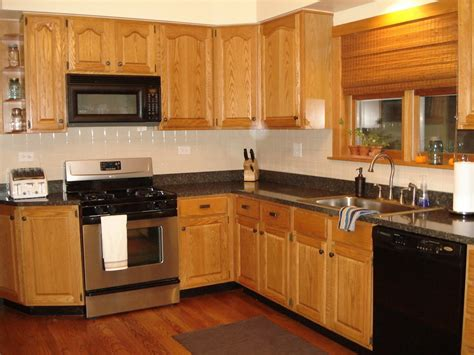kitchen paint colors with light cabinets light oak cabinets black countertops www 9511