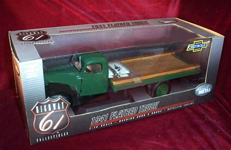 chevrolet flatbed green highway   diecast