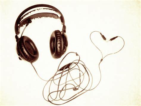 gute musik bewegt entweder deinen arsch oder dein herz