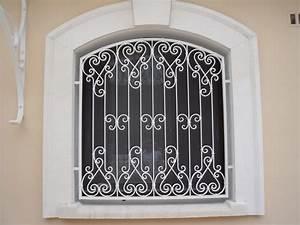 Nos modeles de grilles de portes et de fenetres en fer for Amenagement chambre ado avec grille en fer forgé pour fenetre