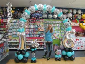 sweet sixteen centerpieces sweet sixteen arch balloons at it 39 s my party