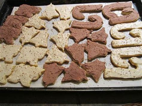 Some people couldn't care less what their christmas cookies look like. Put Whatever Frosting You Like On These Sugar Free Christmas Cookies (Ironic I Know!) - SweetSmarts