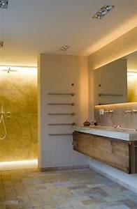 Boden Für Badezimmer : bad in travertin boden mit bodengleicher dusche hinter ~ Michelbontemps.com Haus und Dekorationen