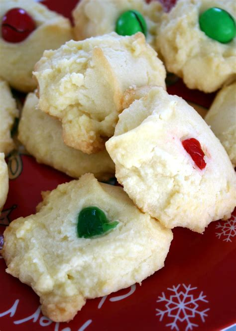 Shortbread cookies are one of those cookies that will keep for several weeks when stored it contains cornstarch and does wonders for the texture of the cookie. Jo and Sue: Whipped Shortbread Cookies