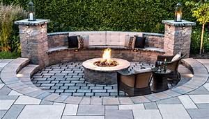 cheminee exterieure prolongez vos belles soirees d39ete With construire un foyer exterieur en pierre