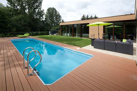 Pool Mit Holzterrasse by Bungalow Mit Pool Terrasse Bauemotion De