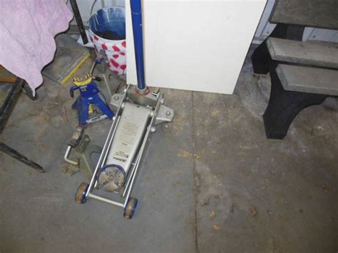 ac delco 2 25 ton floor and 3 jackstands
