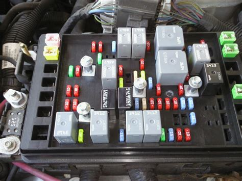 2005 Gmc Fuse Box Location by I A 2005 Gmc Envoy Xl And Some Of The Electrical In