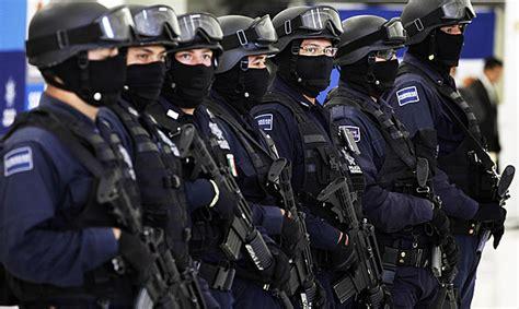 Pēc politiķa slepkavības Meksikā aiztur visus pilsētas policistus - Ārvalstīs - Ziņas - TVNET
