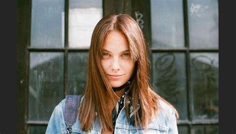 Meitene no Fakta videoklipa: daiļā modele Nikola - DELFI